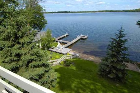 New Listing! Spacious retreat on Gull Lake - Brainerd - บ้าน