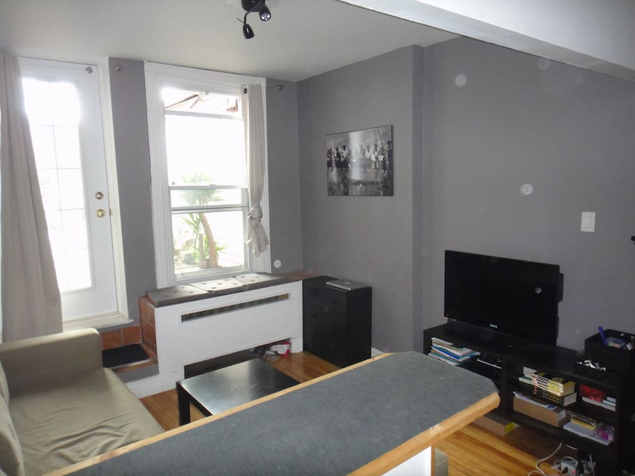 Studio en plein coeur du plateau flats for rent in for Don de meuble montreal