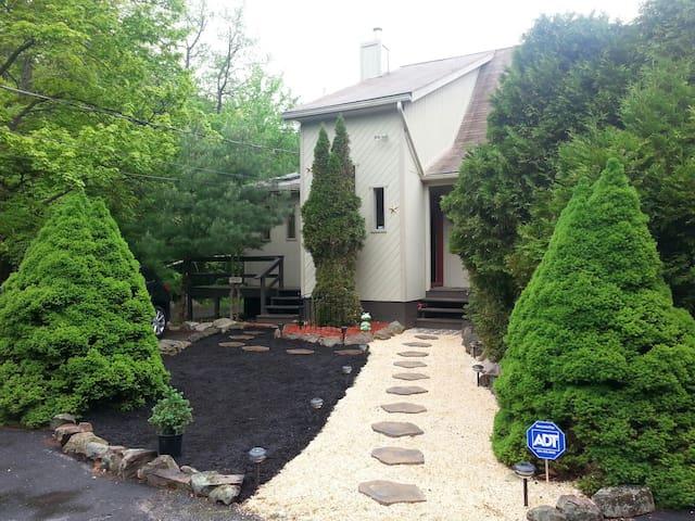 Idyllic house in Pocono Mountains - Tobyhanna - Ház