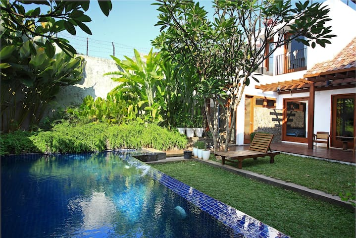 A tropical house in Central Jakarta - Jakarta Pusat - Bed & Breakfast