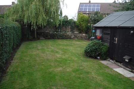 Delmere: spacious, clean & close to Edge Hill Uni - Ormskirk - House - 1