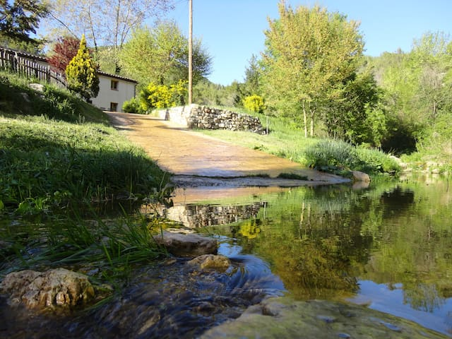 ¡Come to relax and enjoy in Penedes! - Pontons - Hus