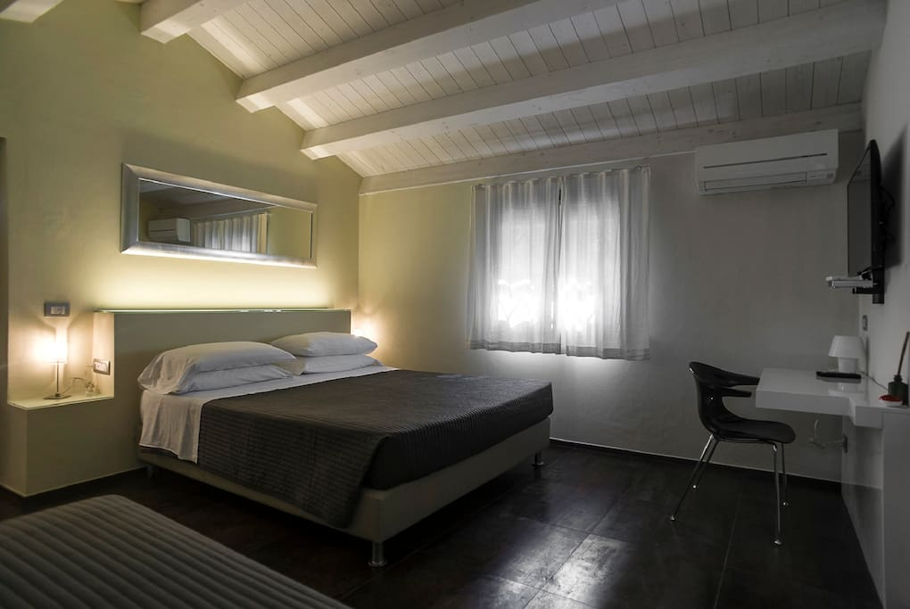 Room with private services: bathroom, free wifi, Tv Sat