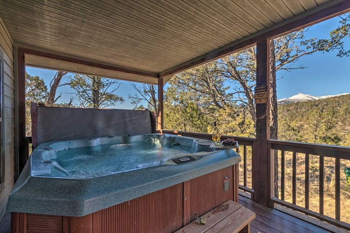 Ruidoso Cabin w/Hot Tub & Fantastic Mountain Views