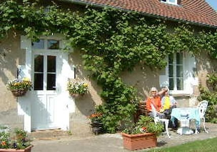 Le Grand Coudray - Précy - Bed & Breakfast