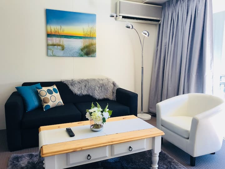 In the Heart of Surfers - FREE WIFI & PARKING!
