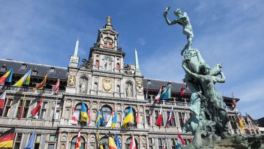 250 meters from Grote Markt Townhall