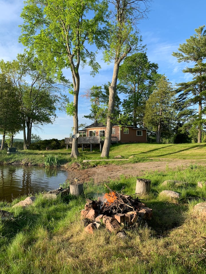 Waterfront cottage on private peninsula - Stoney