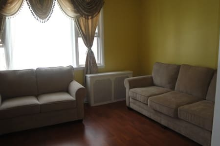 15 MIN TO  NYC BY BUS  3 BED APT - Apartment