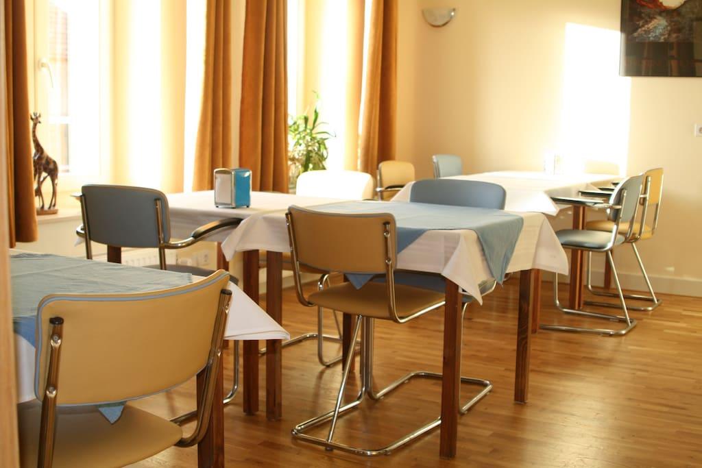 breakfastroom - ontbijtruimte