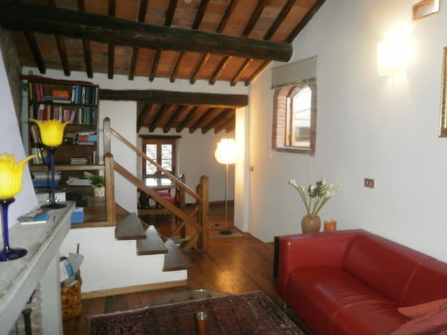 Tuscan house in medieval village - Pieve A Presciano - 一軒家