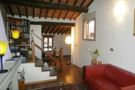 Tuscan house in medieval village - Pieve A Presciano