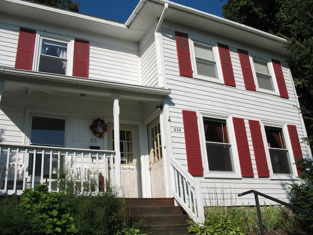 Great Space in Downtown WG! - Watkins Glen - Bed & Breakfast