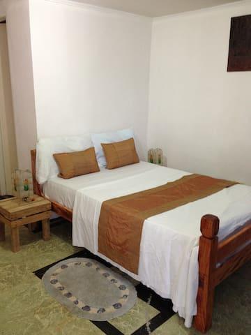 Private Beach house with 4 rooms - lapu lapu - Vila