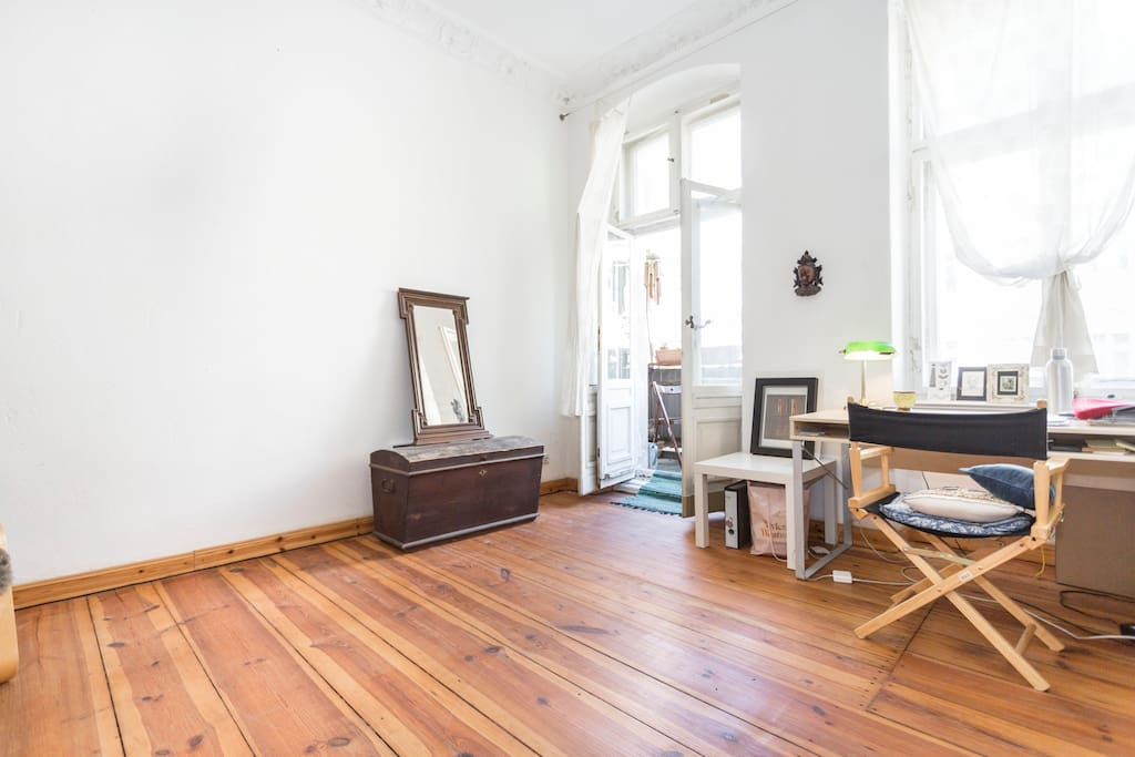 Bright Living Room with Sunny Balcony