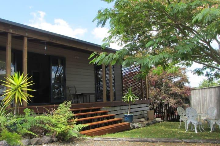 Punawai Raglan Cottage-pet friendly
