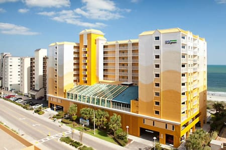Family friendly oceanfront resort, prime time week - North Myrtle Beach