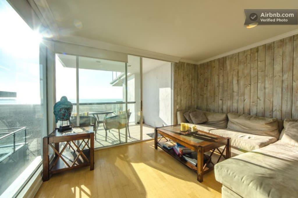 Huge Bedroom in Ocean Front Home