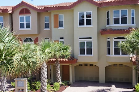 Gorgeous Beach Townhome-Private bch - Townhouse