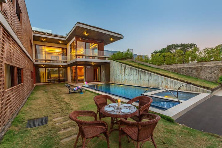 5 Bedroom Villa with Private Pool, Fully Staffed