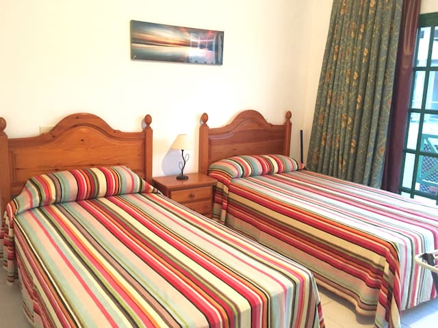 Private Balcony, 3-min to Beaches, Cosy, Spacious