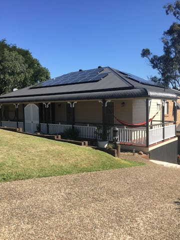 Private Self contained unit in leafy Rochedale sth