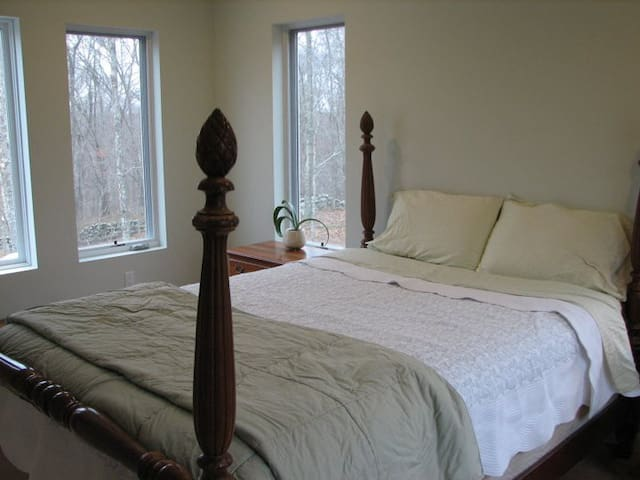 Private Setting Minutes from Mystic and Westerly - Stonington - Haus