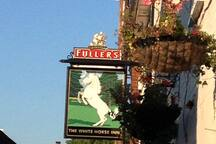 Our Local Pub - The White Horse 2 minute walk away!