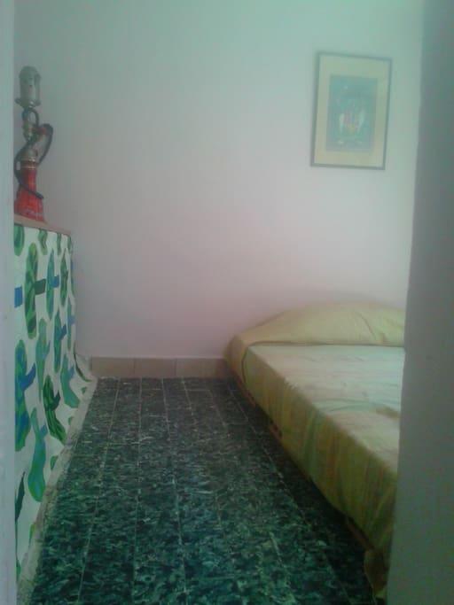 Primo ambiente: stanza con letto
