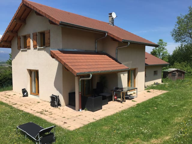 Maison lumineuse et agréable - Viry - Casa
