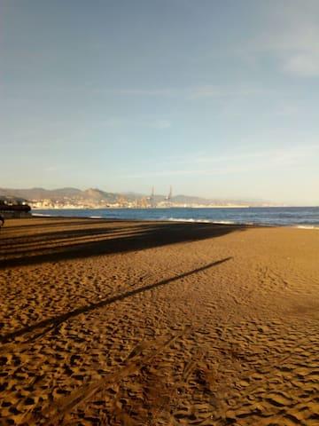 Málaga, piso junto al mar por quincenas - Málaga - Daire