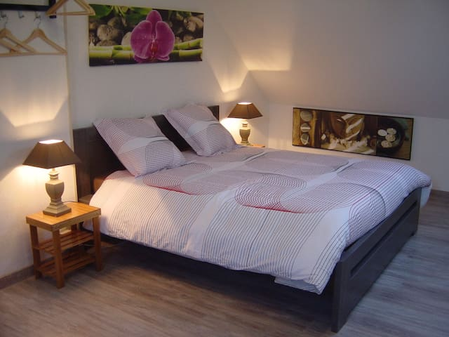 chambre familiale 1 à 5 personnes - Annoire - Bed & Breakfast