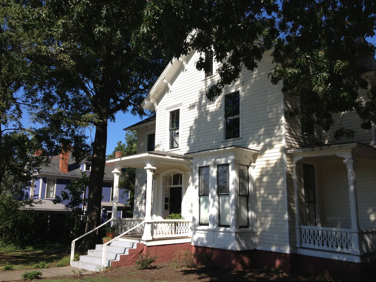 Sally's Suite is a Great Historic Studio Apartment in the John C. Winder home.  Built in 1874, the apartment home is a contributing structure in Historic Oakwood in Downtown Raleigh.