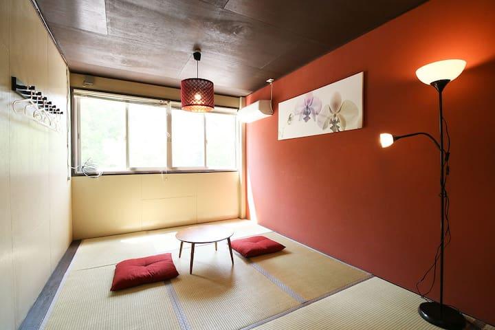 Hideaway Secret House Across from JR Namba NOB52