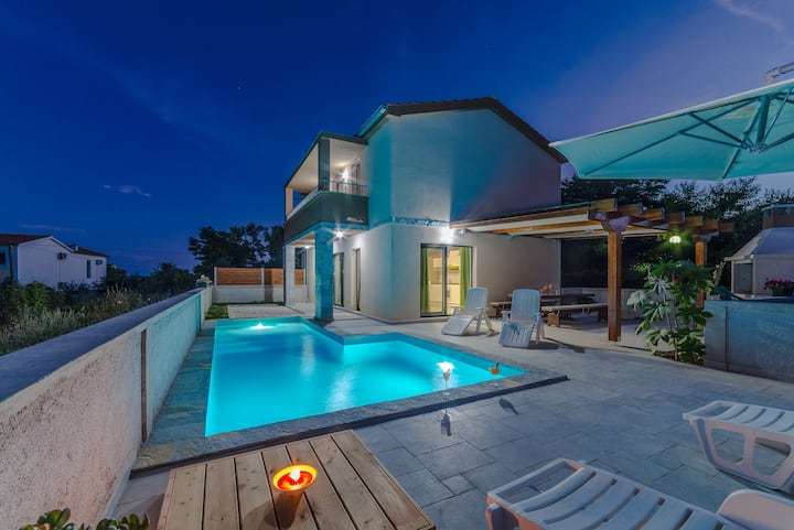 Modern villa with swimming pool, 150 m from beach