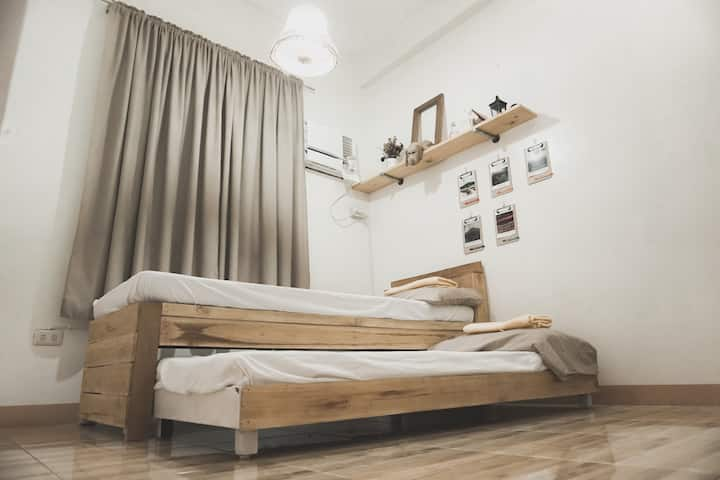 Best Cozy Room near South Lacson St. (Karga Room)