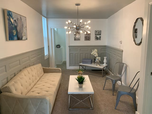 NEW! COZY & QUIET 2 BDR, 3 MINUTES FROM DOWTOWN
