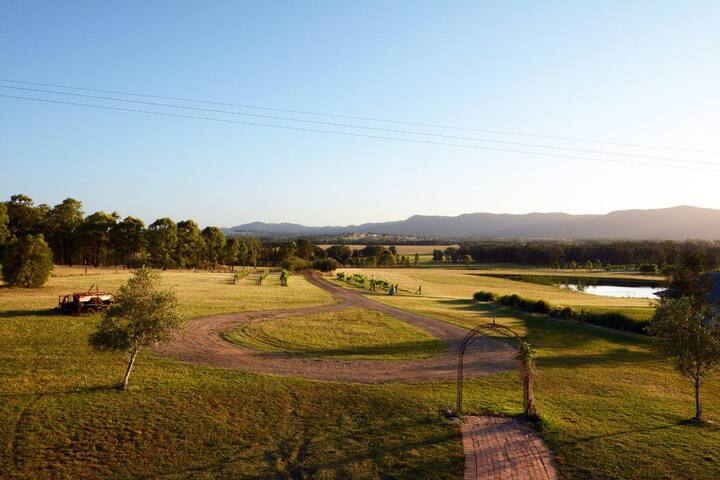 Silver Springs (4br) Cottage, with Wifi, Views, Olives and Space