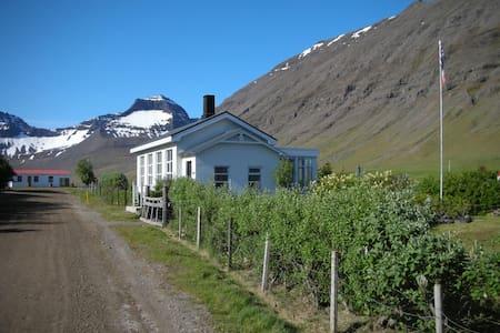 Cozy private cottage in Dýrafjörður - Thingeyri