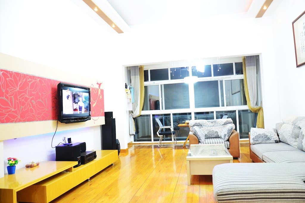 宽敞明亮的客厅2