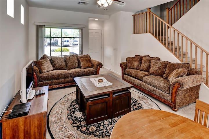 Splendid 3BR Phoenix Home  w/Pool - Phoenix - Rumah