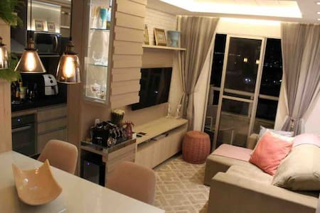Apartamento mobiliado, cozinha completa, iluminação especial, super aconchegante, seguro, portaria 24 horas. Venha se sentir em casa!