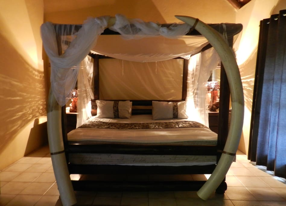 African Elephant Tasks Kingsize Bed