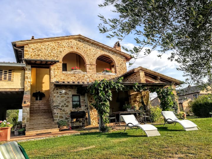 Agriturismo MONSOLE - Private Tuscan Villa