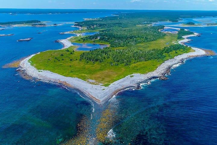 Black Point Cottage ~ 70 acres private ocean front