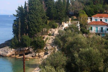Levrechio Postcard Villas - Melodia - Loggos - Dom