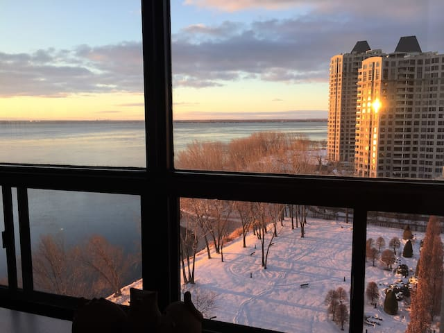14th floor 15 min DT with pool, parking and gym - Montreal - Apartamento