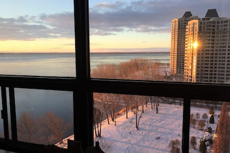 14th floor 10 min DT with pool, parking and gym - Montreal