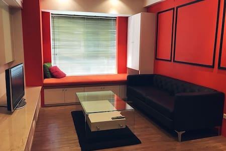 三多大遠百北歐風公寓 Modern 2 bedroom apartment by Sanduo