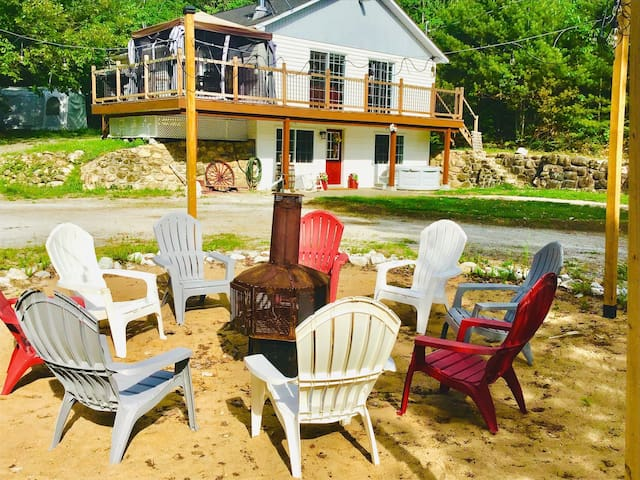 Private 4 Season Neil Lake Waterfront Country Home